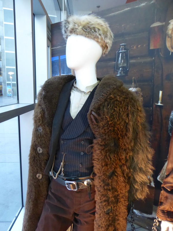 Hateful Eight John Ruth costume