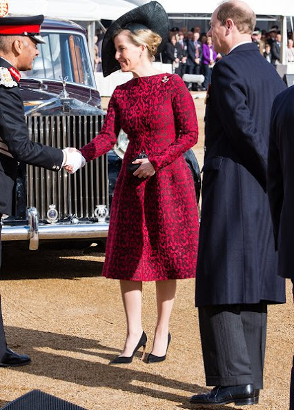 Kate Middleton wore Michael Kors Dresscoat from Spring/Summer 2014 collection. Countess Sophie wore Azzedine Alaïa Wool blend knit dress