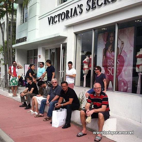 Los novios y maridos cuando van de compra