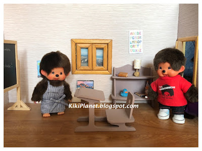 kiki monchhichi, miniature dollhouse accessories, meubles poupée, rentrée des classes