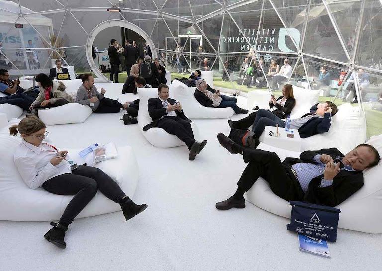 O Mobile World Congress em Barcelona testou ao vivo formas de teletrabalho por smartphone. A comunicação foi constante mas o trabalho ficou desarticulado