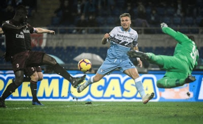 Juve pull eight points clear as Napoli held by lowly Chievo