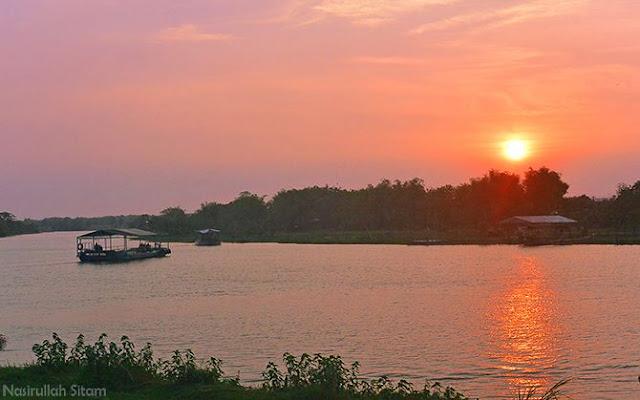 Sunset di tepian sungai Brantas, Jombang