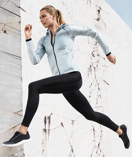 mallas de correr y chaqueta deportiva HM