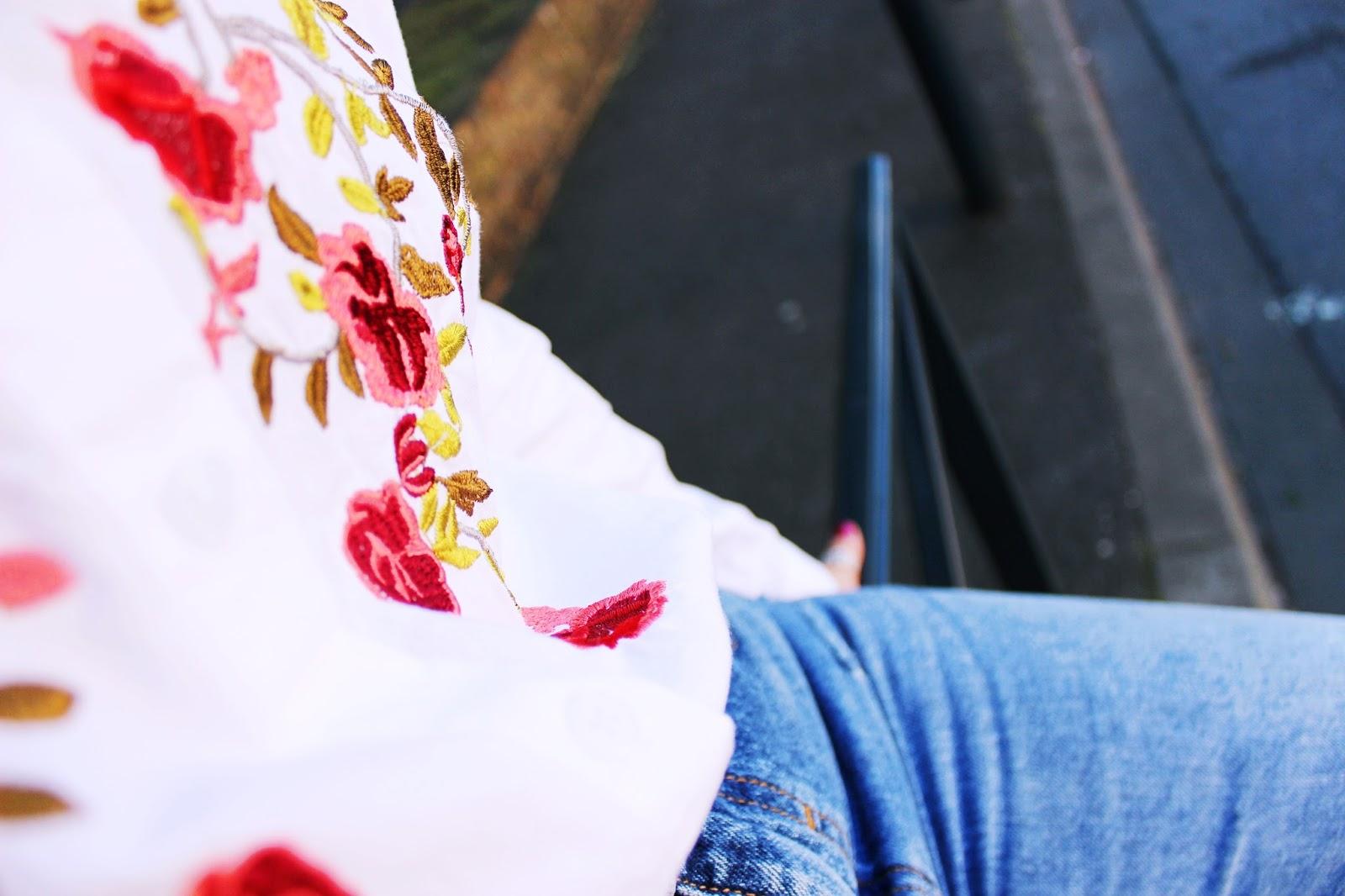 Le chemisier fleuri