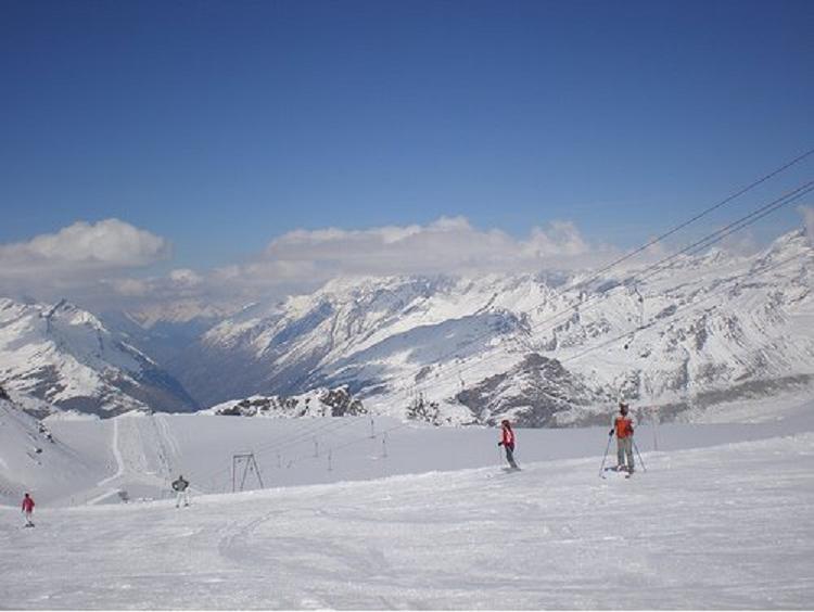 Luego de su estadía en Mustique,  el 15 de Febrero 2013 la pareja habría sido avistada en el aeropuerto de Zermatt,  donde estarían actualmente  disfrutando su pasión por el esquí. Aquí las fotos aportadas por el Twitter: