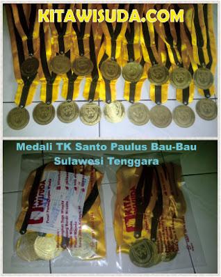 medali kuningan kita wisuda