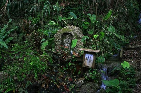 タチガーの祠地蔵尊の写真