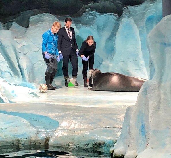 Crown Prince Haakon and Princess Ingrid Alexandra visited Polaria Arctic Aquarium in Tromsø.