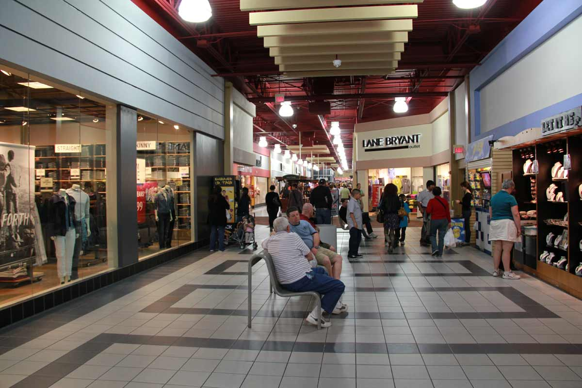 Sep 22,  · Located on Las Vegas Blvd S less than two miles from the Strip, this air conditioned Premium Outlet Mall has many high end, name brand and other novelty outlet stores. Prices are reasonable and you can get good buys.4/4(K).