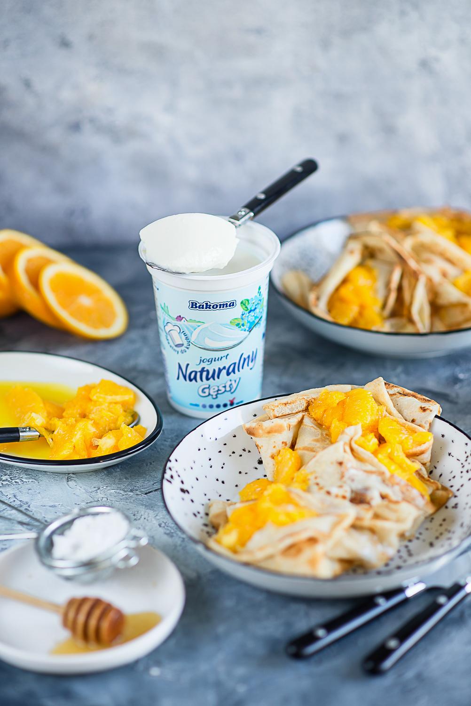 Naleśniki z karmelizowanymi pomarańczami i jogurtem Naturalnym Gęstym Bakoma