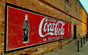 Wallpaper: Wall of Coca-Cola