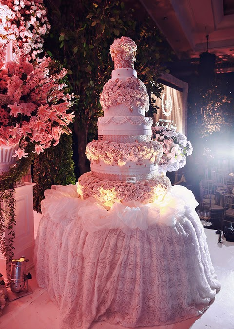 Mẫu bánh cưới đẹp lộng lẫy và cầu kỳ cho tiệc cưới 2