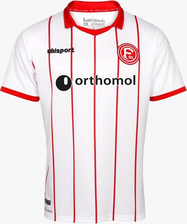 5f60238ba5 A camisa reserva é predominantemente vermelha com a cor branca aparecendo  na gola e um faixas verticais do lado esquerdo do uniforme. O terceiro ...
