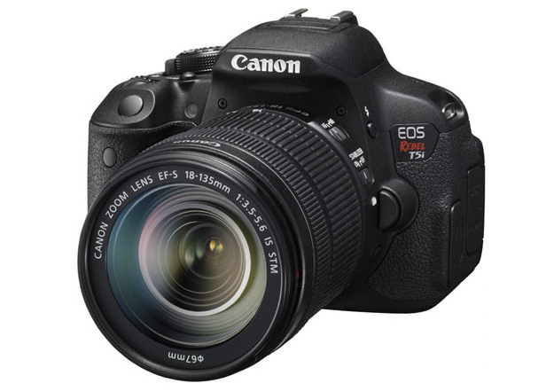 Canon EOS 700D / Rebel T51 with 18-135mm IS STM Lens