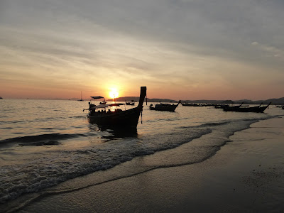 Atardecer playa Ao Nang, Krabi, Tailandia, La vuelta al mundo de Asun y Ricardo, vuelta al mundo, round the world, mundoporlibre.com