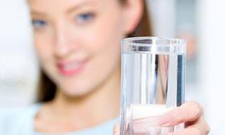 Fakta Atau Mitos Minum Air Putih Lebih Banyak Supaya Tidak Haus Waktu Puasa?