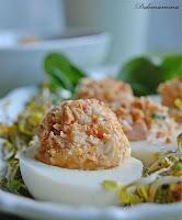 Faszerowane jajka z orzeszkami ziemnymi