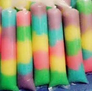 Nih, cara membuat es jelly pelangi yang lezat