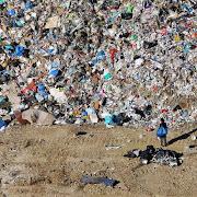 «Πόλεμος» της Ρ. Δούρου για 4.000 τόνους σκουπίδια στη Φυλή