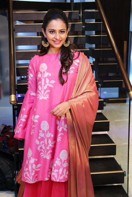 Rakul Preet Singh Pink chudidhar pictures at Lakme Fashion Week