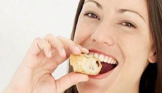 Kebiasaan mengunyah makanan hanya di satu sisi potongan lisan saja ternyata sanggup membawa p Mengunyah di Satu Sisi Bagian Mulut Saja Bisa Memicu Migrain
