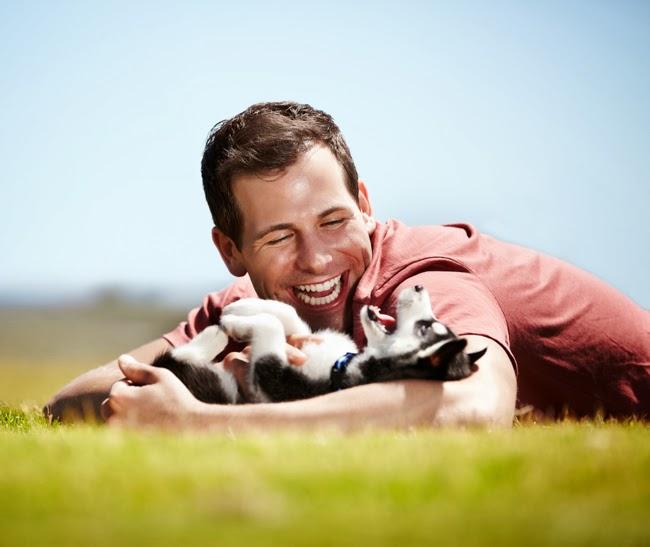 Czy warto uśmiechać się do psa