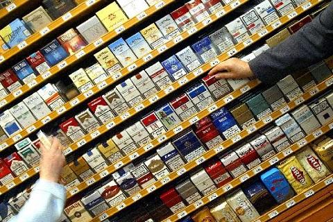 Αντιδράσεις για την τροπολογία για πώληση τσιγάρων μόνο στα περίπτερα - SOS για 32.000 ψηλικατζίδικα