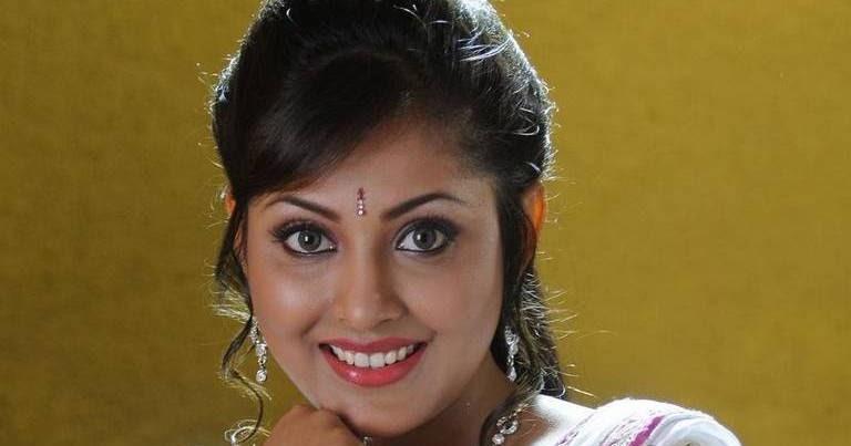 Madhu Shalini Hot Photos In White Half Saree