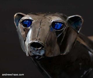 Escultura con metal reciclado de Andrew Chace.