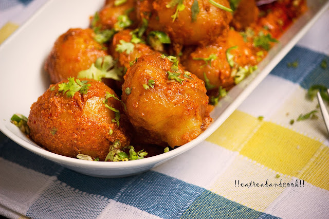 how to make dum aloo with yogurt recipe / doi die alur dom recipe