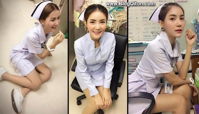 Enfermeira e demitida por usar uniforme justo