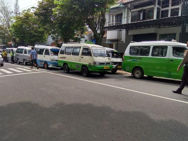 Akibat Gesekan dengan Angkutan Online, Angkot Kuningan Mogok Masal