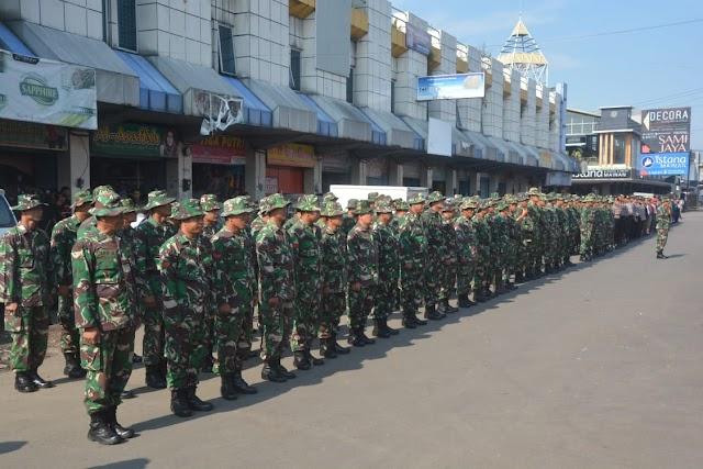 TNI Bersama POLRI sambangi Pasar Wage Purwokerto