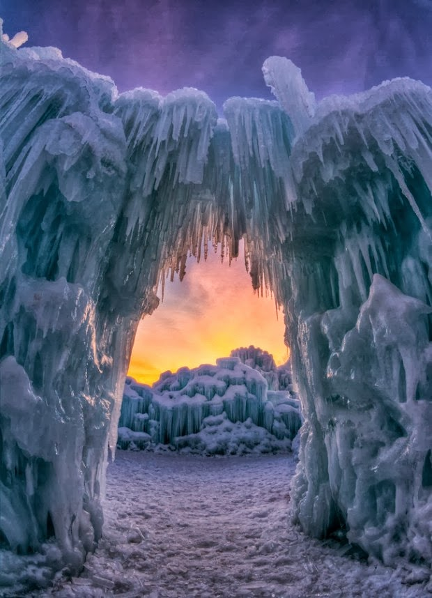 Ice Arch. Utah  - 12 Stunning Photos of Places Decorated with the Most Beautiful Element Water in Solid State