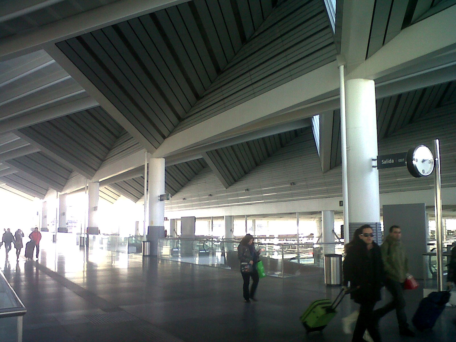 Pasi n por madrid la terminal de llegadas de la estaci n for Oficina europcar atocha