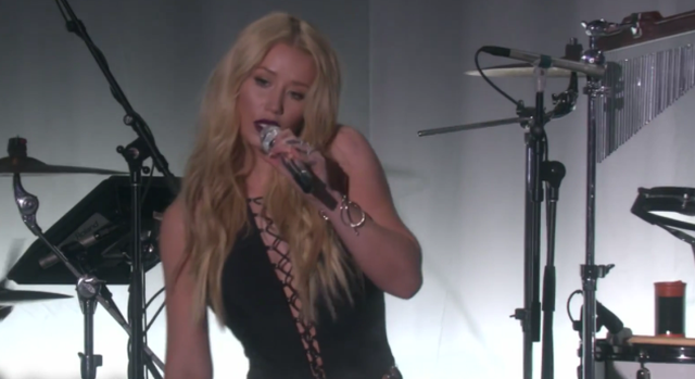 "Iggy Azalea interpreta ""Team"" en The Ellen DeGeneres Show."