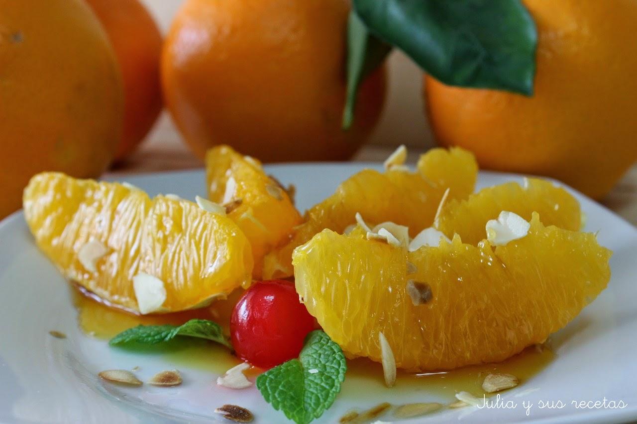 Naranjas con almíbar y almendra laminada. Julia y sus recetas
