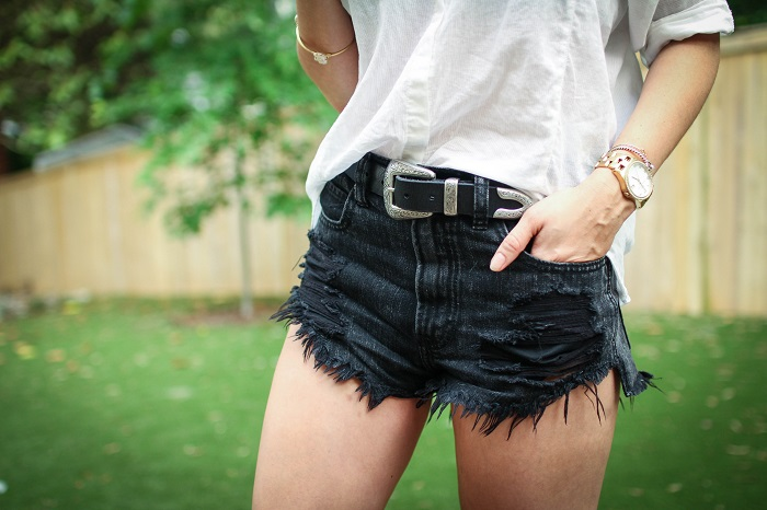 what to wear to a casual summer BBQ | A.Viza Style | abercrombie shorts - joie kidmore sneakers - rayban round sunglasses