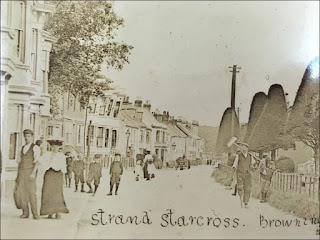 The Well Shod People Of Starcross In Late Victorian / Edwardian England