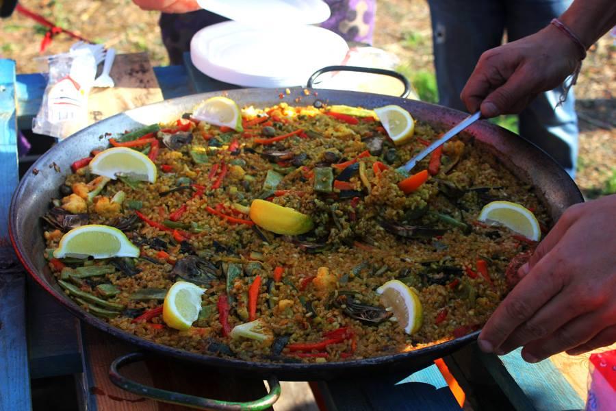 Paella vegetales en el mercado de Forada