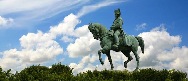 Estatua de Napoleon e historia
