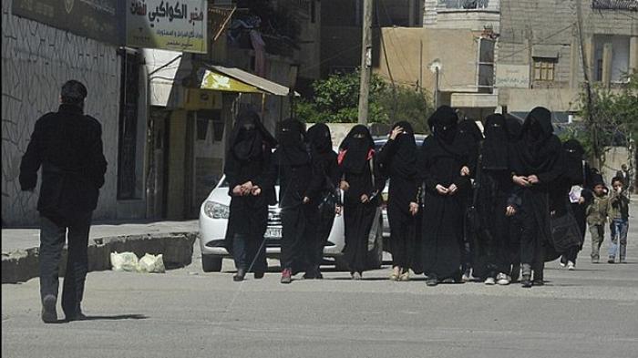 EDAN, KEHIDUPAN SEKS ISIS TERBONGKAR Kehidupan seks anggota kelompok militan yang bertempur untuk Islamic State atau dikenal dengan ISIS di Suriah dibongkar