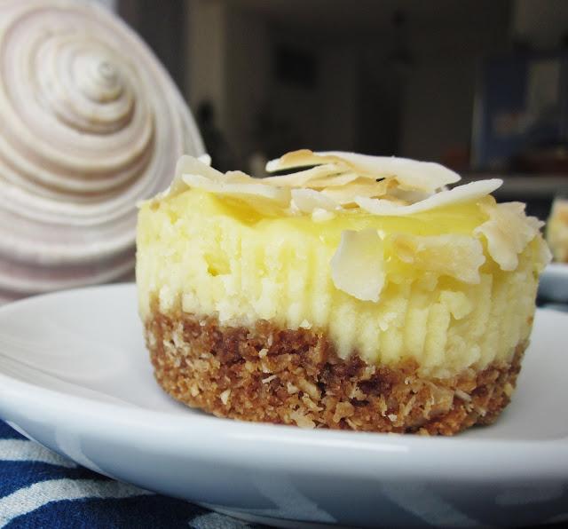 Cheesecake Seitenansicht mit leckerem Keksboden