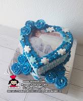 Kue Tart Dengan Foto Bentuk Love