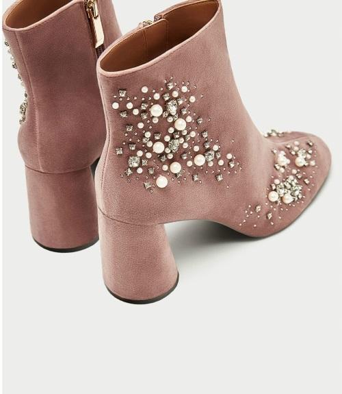 d5aa3d807 Hay muchos estilos y colores de botines de Zara que podrás elegir para  tener los más trendy de la temporada. Como estos botines en color rosa y  detalles de ...