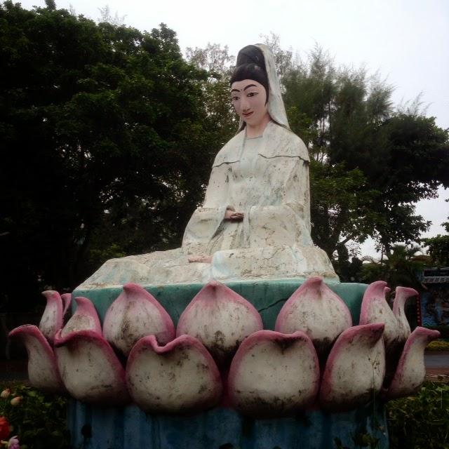 statue at haw par villa