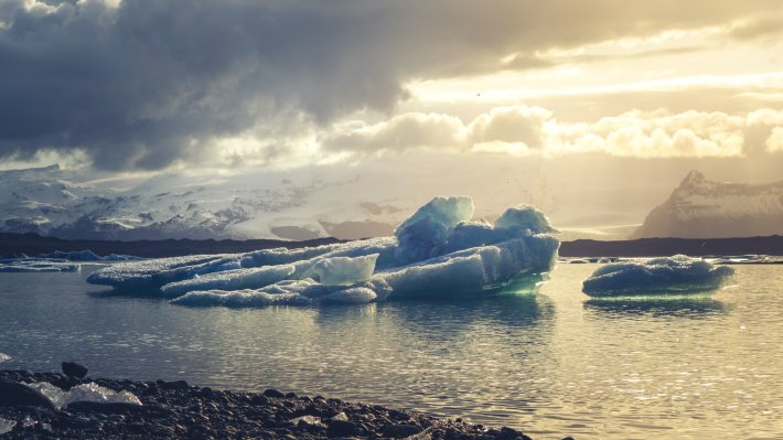 Wallpaper 4: Ice melts in Iceland
