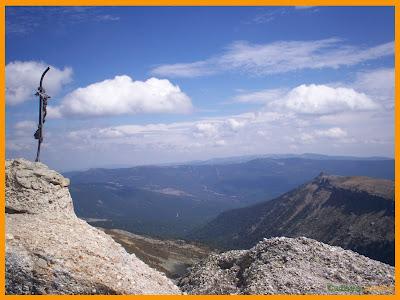 Vistas de la cruz de cumbre del Pico Urbión.