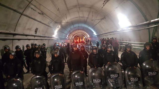 Policía de la Ciudad detiene a #Metrodelegados, quienes disponen un paro total del subte desde el mediodía